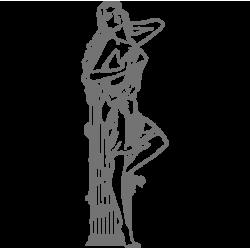 2017. Статуя девушки